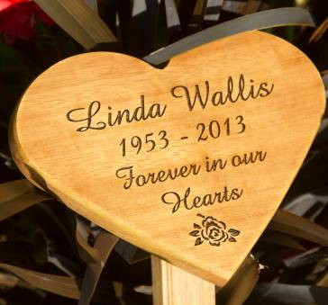 Heart memorial plaque on wooden tree stake. Font - Amaze. Image - 31 rose. ref - 1310.LW.008