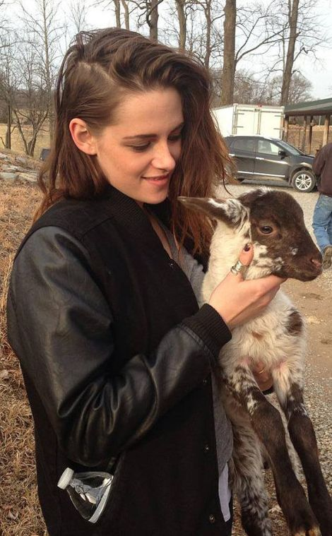 rs_634x1024-140515122304-634-kristen-stewart-goat-ls-51514-director-kristen-stewart-shows-off-her-cuddly-side-on-set