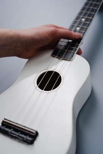 Les bases du ukulélé pour chanter en jouant sa musique
