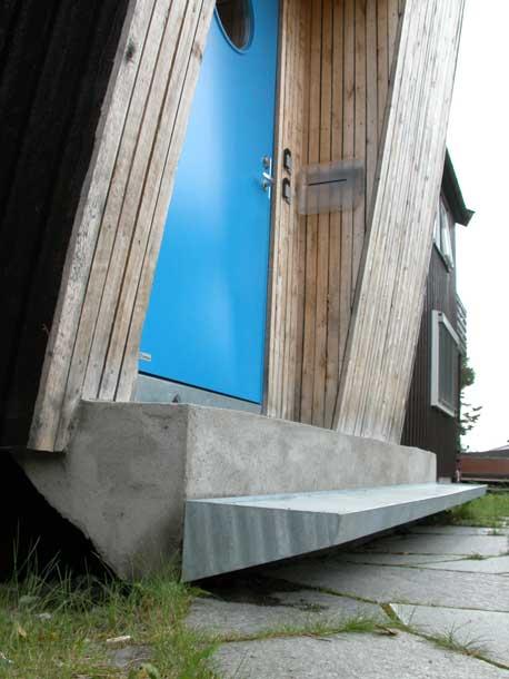 Trinn i galvanisert stål for ilegg av skifer.