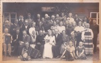 August Toomuse pulma pilt 1940 a suvi Usindi maja ees