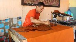 Indra Sugino, Pencetus Corak Batik Khas Batam yang Bertahan di Tengah Pandemi