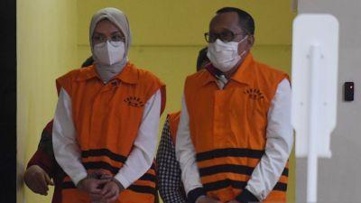 KPK Tetapkan Bupati Probolinggo dan Suami Tersangka Kasus Gratifikasi dan TPPU