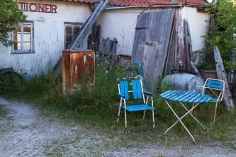 Vid f.d. bilverkstaden, nu pub och spellokal.