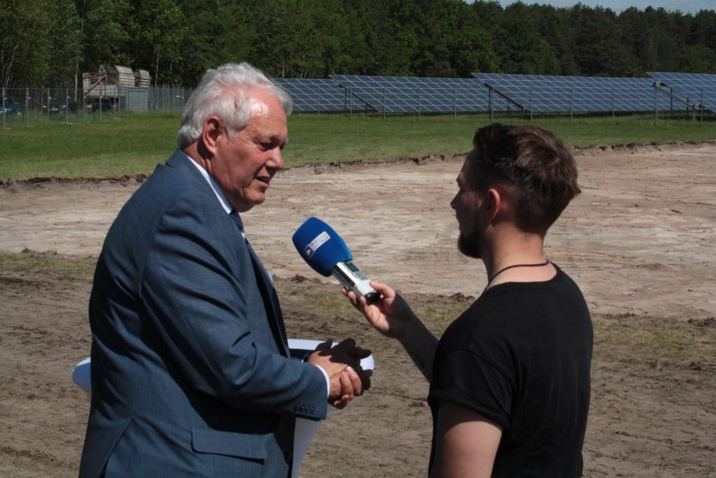 Ulrich Freese im Interview mit Radio Cottbus beim Erster Spatenstich am Verkehrslandeplatz Neuhausen am 23. Mai 2019