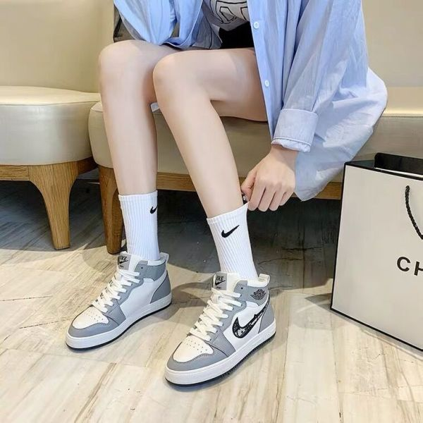 2021 Famous China factory men and women sports shoes and brand sneakers