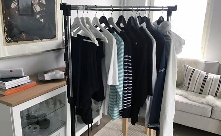 Vaateostoksilla omassa kaapissa vapaa-ajan vaatteet
