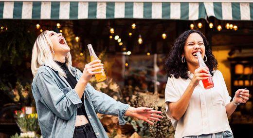 Ystävyys ajat ankeimmat selvittää ken viereesi jää