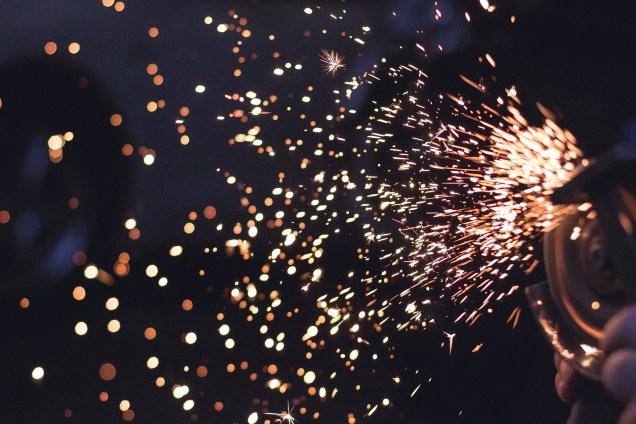 sparks-692122_1920.jpg