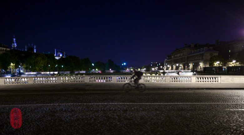 Cyclist on the pont.