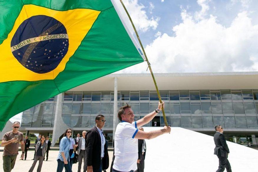 Por apoio, Bolsonaro amplia exposição e segurança