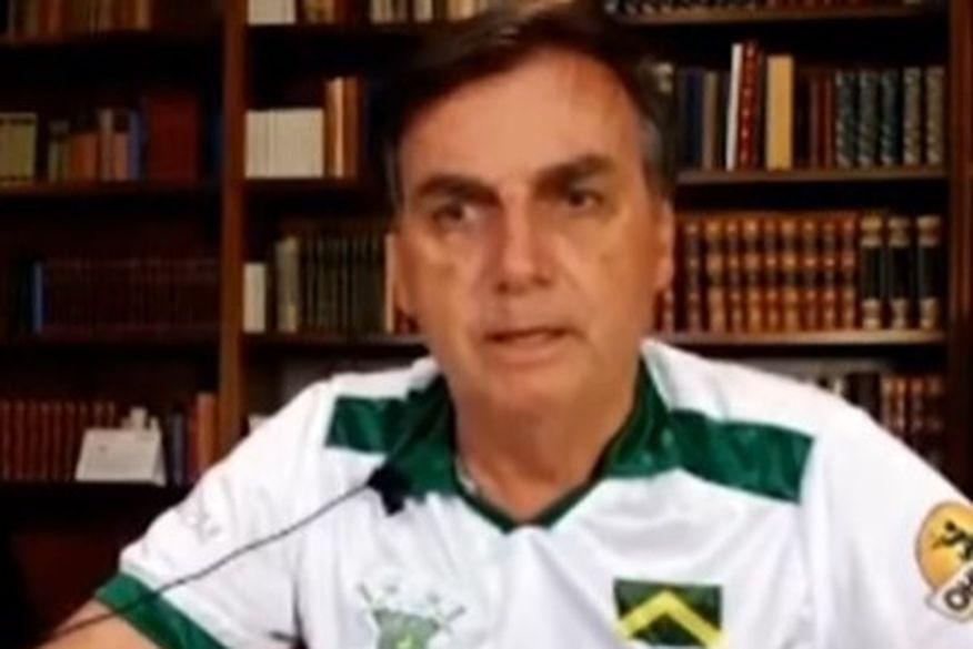 Bolsonaro usa camisa de clube paraibano e parabeniza prefeito de Campina Grande por adotar uso de cloroquina no tratamento contra Coronavírus
