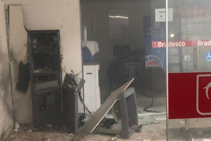 Bandidos explodem agência do banco Bradesco em Jericó, na noite dessa sexta-feira