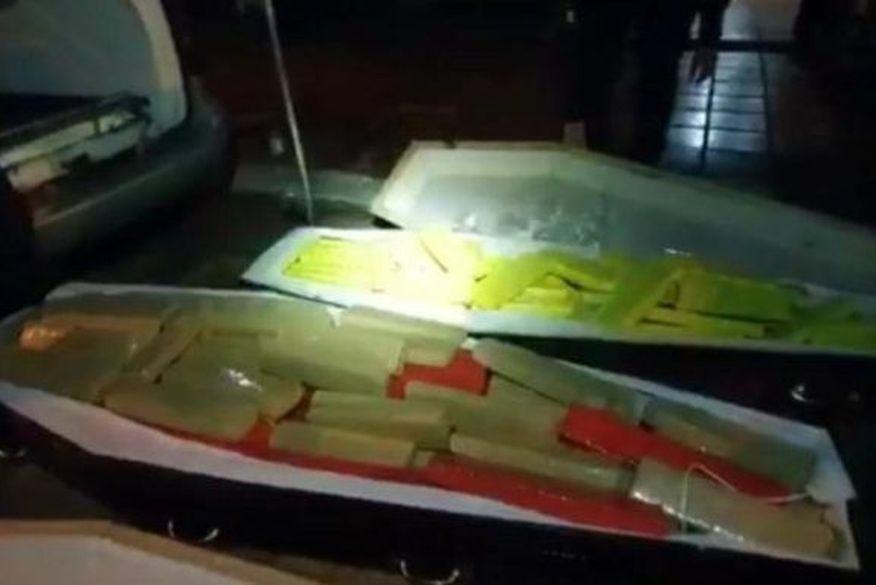 Polícia Militar encontra 300 kg de maconha escondidos em caixões de supostas vítimas de covid-19
