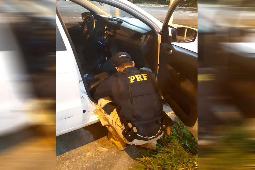 Homem foge de fiscalização da PRF e acaba preso com carro roubado que estaria sendo usado em assaltos em Mamanguape