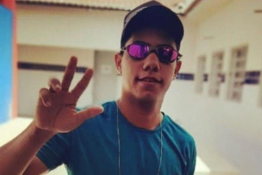 Adolescente de 17 anos morre após bater moto contra poste em Cajazeiras