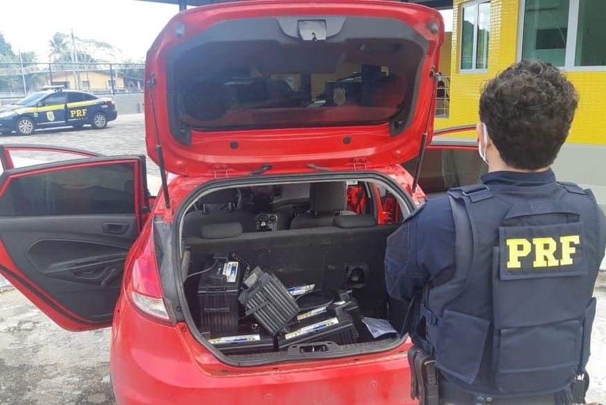 Polícia Rodoviária Federal prende dois homens e apreende baterias avaliadas em R$ 8 mil