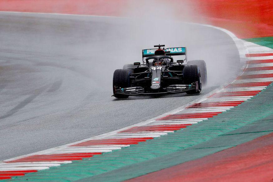 """Com homenagem ao """"Pantera Negra"""", Hamilton vence e faz pole position na Bélgica"""