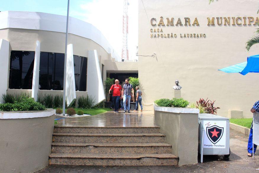Guga de Jaguaribe, Milanez Neto e Mário da Cruz são os mais lembrados em enquete no Arapuan Verdade para disputa de vereador em João Pessoa