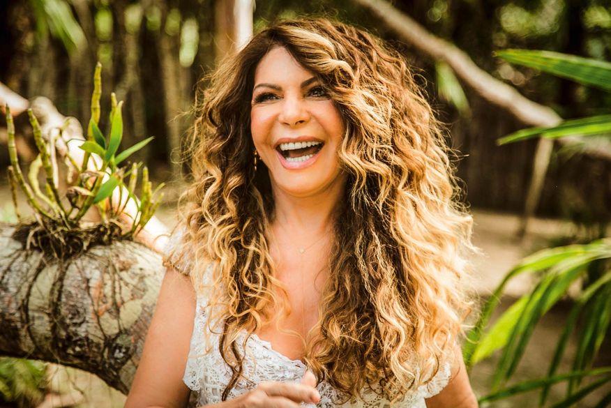 ?Você é tão pequeno e insignificante?, dispara Elba Ramalho contra seguidor que a criticou nas redes sociais