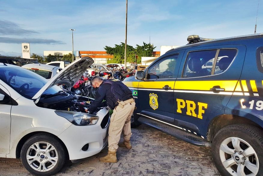 PRF prende suspeito de tentar aplicar golpe com venda de carro roubado em João Pessoa