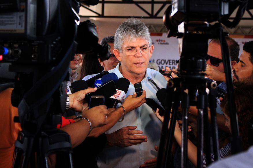 Ministro do TSE mantém direitos políticos de Ricardo Coutinho e fixa multa de R$ 70 mil para ex-governador por contratações irregulares