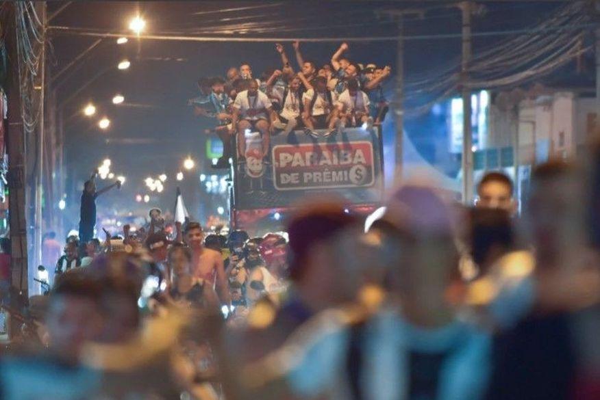 Treze ignora pandemia e comemora título do Campeonato Paraibano pelas ruas de Campina Grande