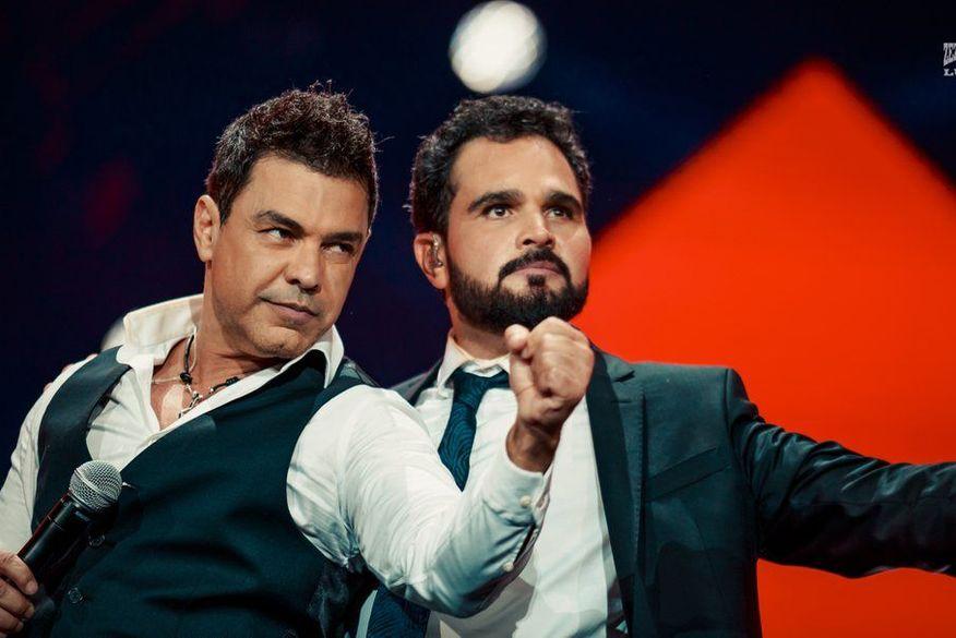 Zezé Di Camargo e Luciano comemoram 15 anos do filme '2 Filhos de Francisco' em show