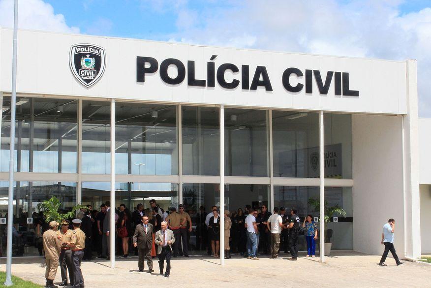 Após perseguição policial, dupla é presa suspeita de praticar arrastão e atirar em homem em João Pessoa