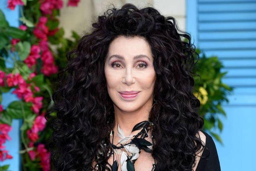 Cher estreia no TikTok e parabeniza comunidade LGBTQIA+ por mês do orgulho gay