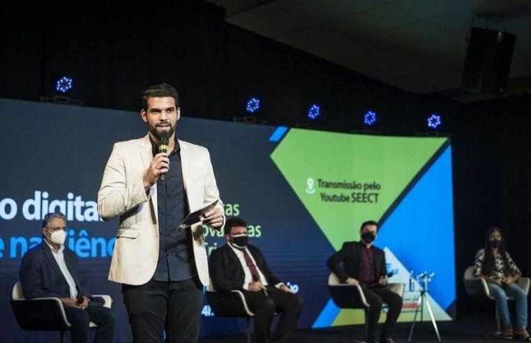 Governador da Paraíba lança programa que disponibiliza notebooks para professores