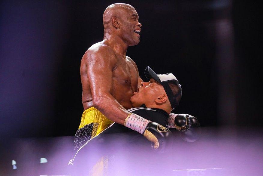 Anderson Silva surpreende e vence ex-campeão mundial no seu retorno ao boxe