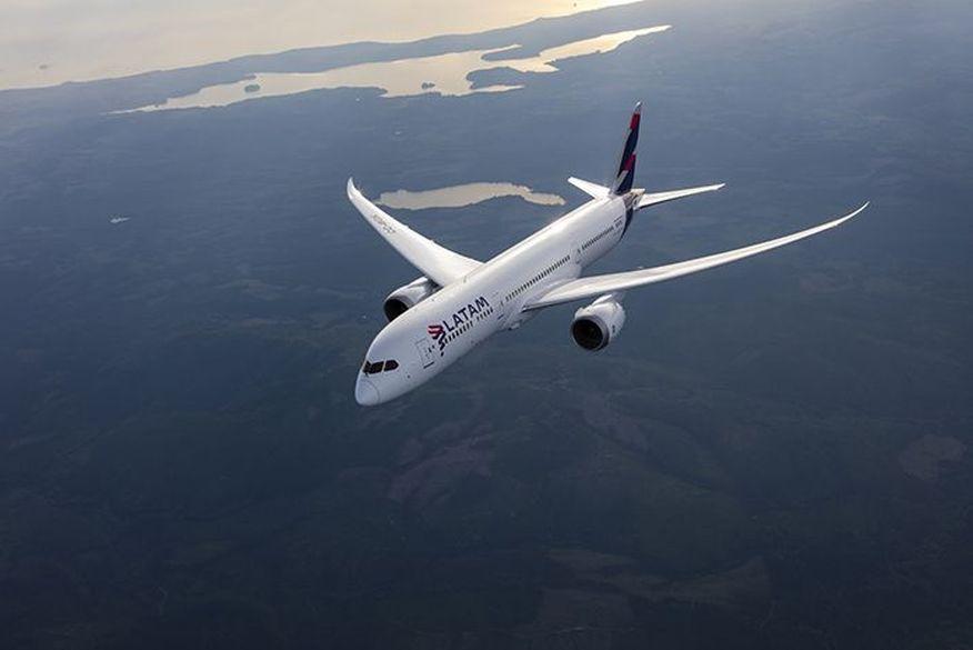 LATAM retoma voo de São Paulo a Paris após 15 meses de suspensão