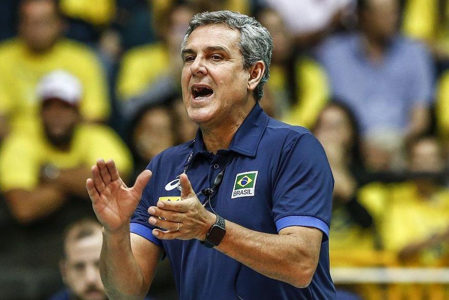 Pela 8ª vez nos Jogos, José Roberto Guimarães vira trunfo da seleção de vôlei