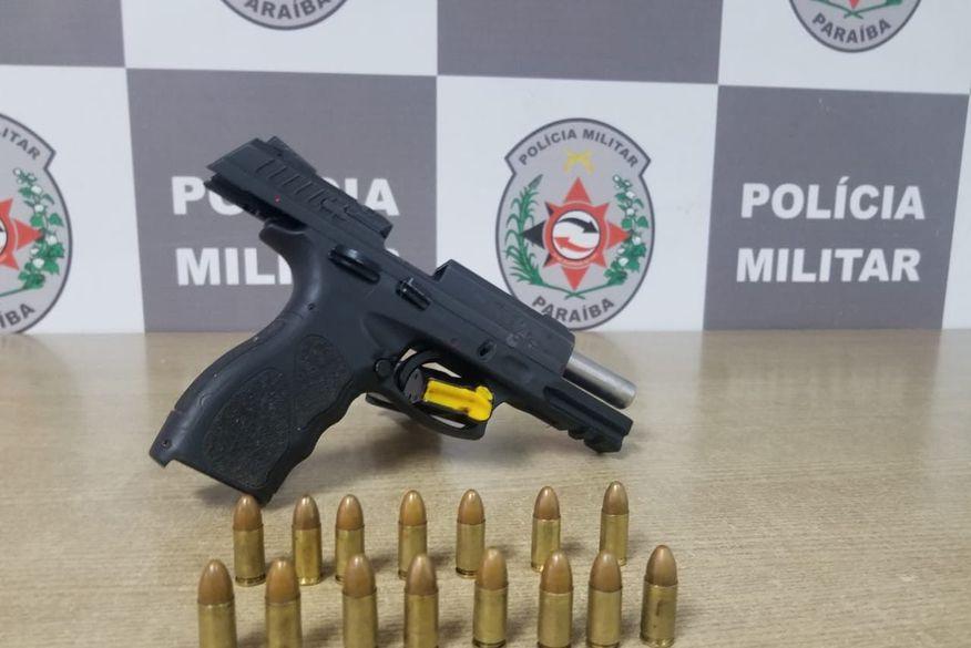 Polícia prende suspeito com arma de fogo no bairro de Cruz das Armas, em João Pessoa
