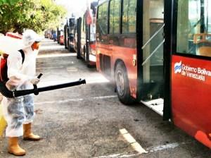 """El """"coronabús"""" se lleva a los desobedientes en Guarenas"""