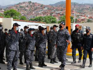 Maduro ascendió y condecoró a los Policías en su día