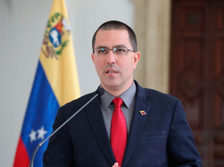 Arreaza acusa a Iván Duque de crear otro falso positivo contra Venezuela