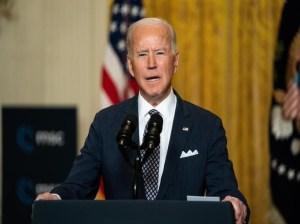 Biden evalúa prohibir las armas tras el tiroteo