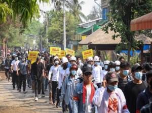 Fuerzas de seguridad en Birmania abren fuego contra manifestantes