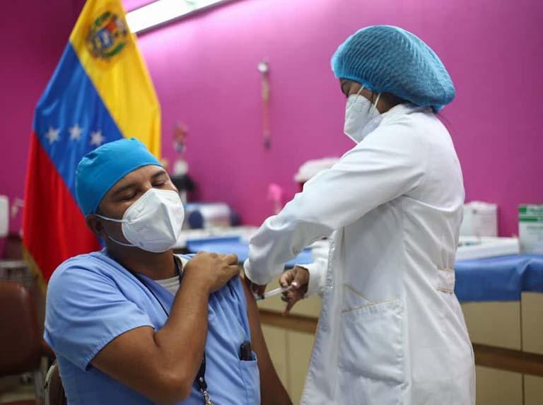 Maduro insiste a la OPS gestionar liberación de recursos para vacunas