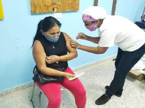 In Delta Amacuro vaccination began for the education sector