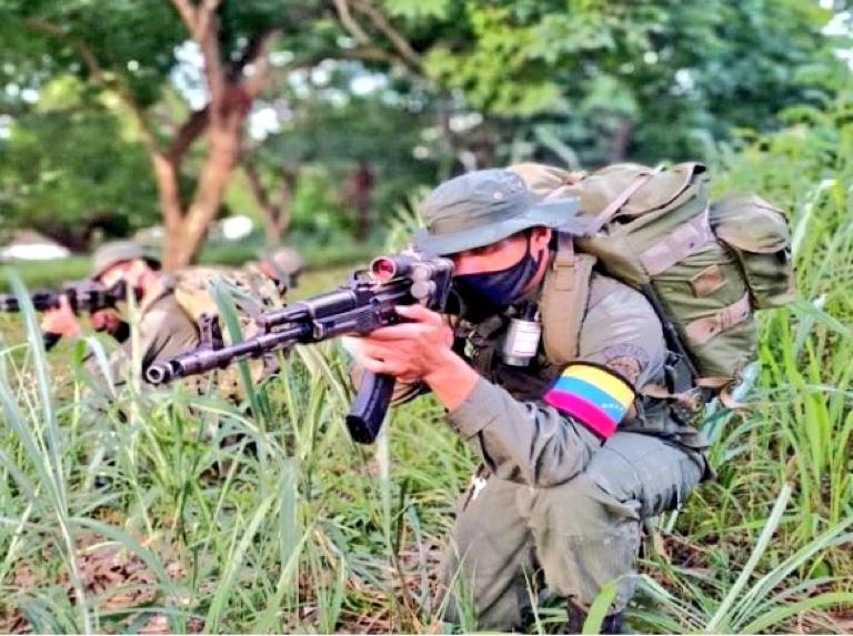 Arreaza: Bogotá moviliza tropas para proteger a terroristas que atacan a Venezuela