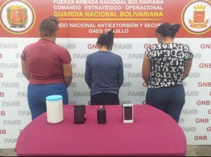 They arrested three female informants of a criminal group