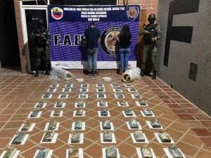 Detuvieron a dos con 50 panelas de droga