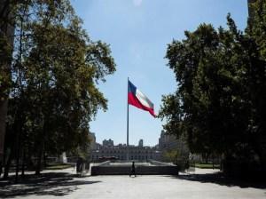 Chile rompe su récord de contagios y declara megacuarentena