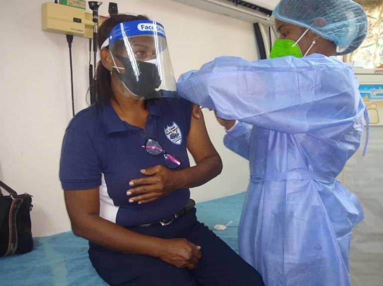 Arrancó la vacunación a los trabajadores de la educación en Anzoátegui