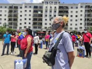 Entregan kits de desinfección a brigadas de Caracas