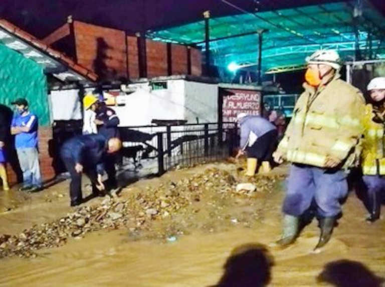 Quebrada Las Nieves affected commercial premises and homes