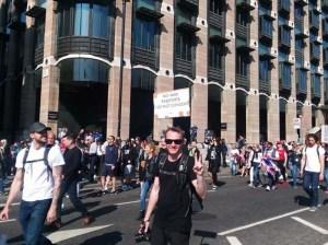 Multitudinaria protesta en Londres contra restricciones por covid-19